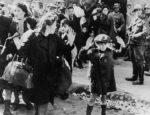 Český spolek přátel Izraele Polští-Židé-ve-Varšavském-ghettu-v-roce-1943-150x115 Poláci krutě zradili většinu Židů ukrývajících se na venkově před nacisty, říká nová studie Historie