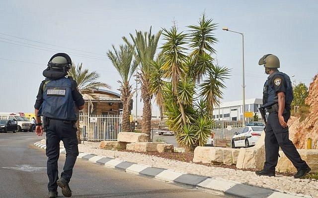 Český spolek přátel Izraele IDF-na-místě-utoku IDF stále pátrá po palestinském teroristovi, který v neděli zastřelil dva Izraelce Novinky