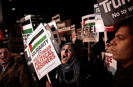 Česká společnost přátel Izraele palestinští-aktivisté Izrael vydal černou listinu 'neziskovek'. Dvacítka skupin dostala zákaz vstupu do země Izrael a svět