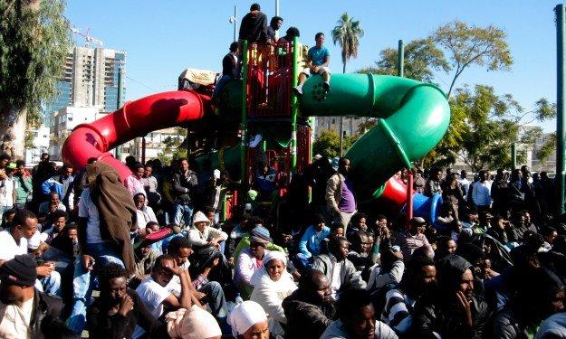 Česká společnost přátel Izraele Eritrejští-žadatelé-o-azyl-v-Levinsky-Park-Tel-Aviv-2014. Imigrační politika a vzestup antidemokratického liberalizmu - případ Izraele Izraelská politika